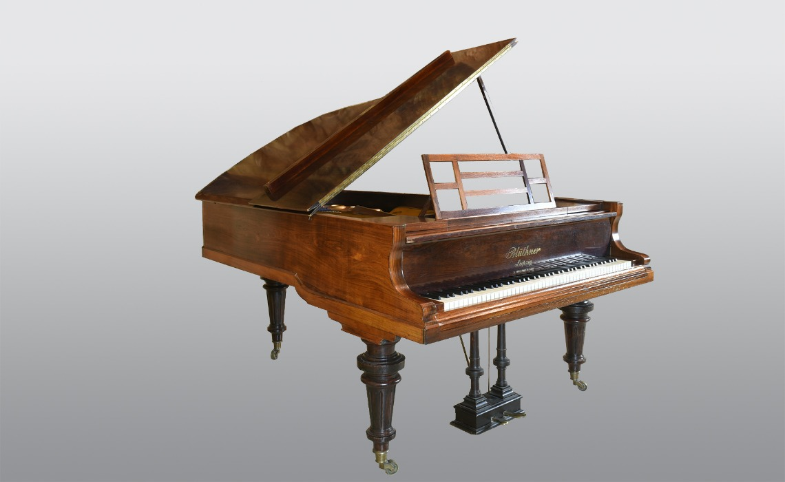 Piano ayant appartenu à Claude Debussy, marque Blüthner, 1904.